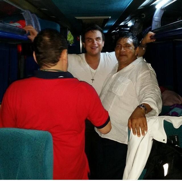 silvestre dangond y poncho zuleta en el bus