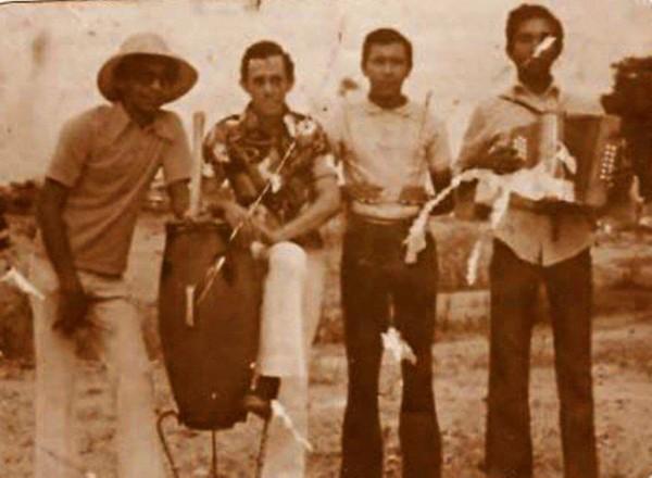 Diomedes (izquierda) con los JJ, agrupación que conformó con su tío Martin Maestre (derecha)