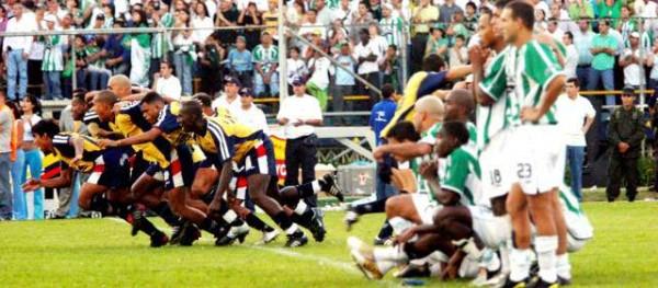 Descripción: Liga Postobón, partido Atlético Nacional (NAL) vs Junior estadio Atanasio Girardot, penales. Fecha de evento: 19/12/2004. Foto: Henry Agudelo Cano