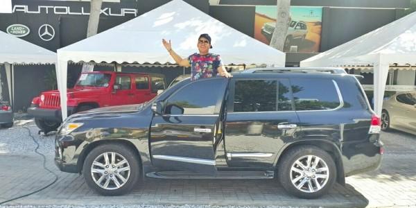 Orlando Liñán y su Lexus (1)