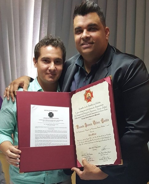 Rolando Ochoa recibe condecoración (1)