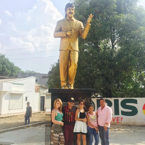 estatua de rafael orozco en becerril