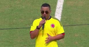 felipe peláez cantando el himno nacional