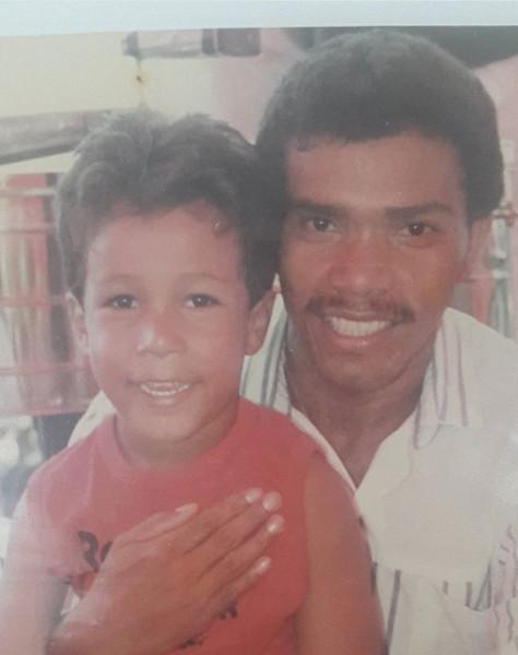 kaleth morales de niño junto a su papá miguel morales