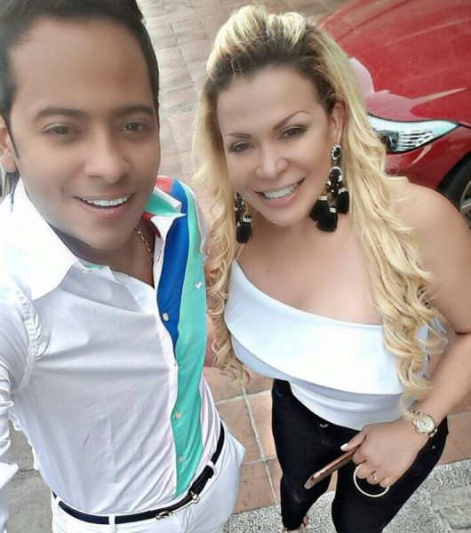 Orlando florece amamantando a su esposa