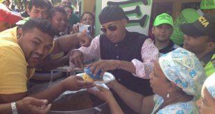 farid ortiz celebrando su cumpleaños con el pueblo